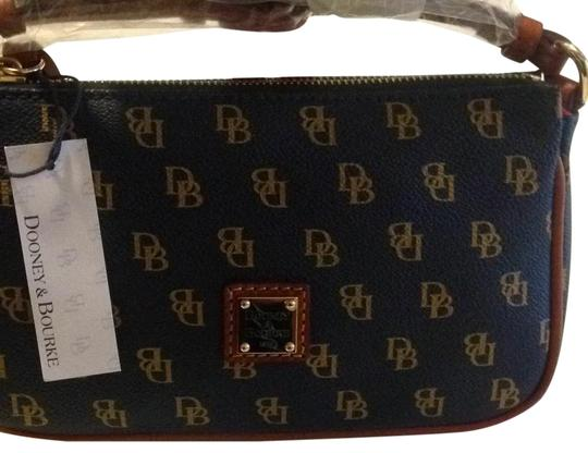 Preload https://img-static.tradesy.com/item/22426481/dooney-and-bourke-navy-vinyl-cross-body-bag-0-3-540-540.jpg