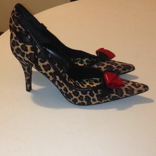 Beverly Feldman black tan & red Pumps
