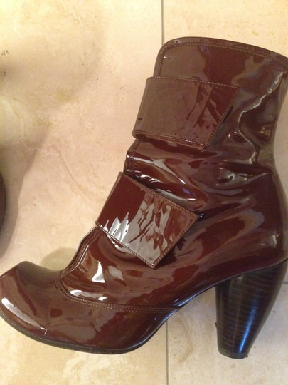 Chie Mihara Patent Leather Velcro Funky Brown Boots