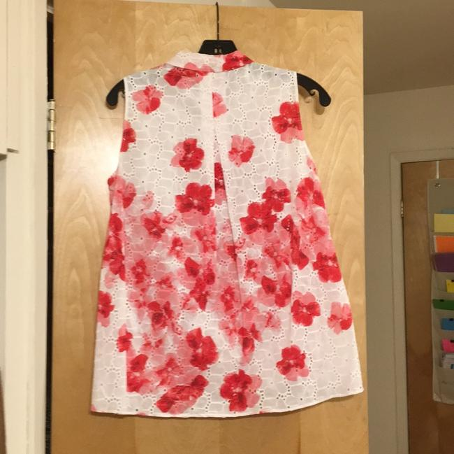 Tahari Top white with pink and red flowers