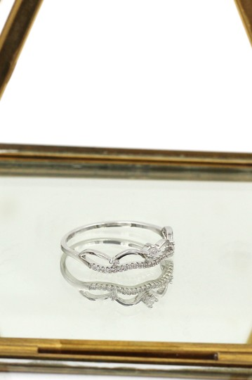 Ocean Fashion Simple wave row with crystal ring