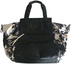 Lululemon Tote in Black and white