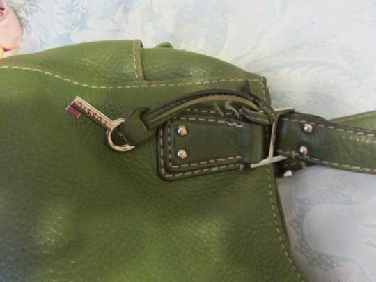 Fossil Pockets Quick Access Full Along Ea Side Zip Midd +3 More In Shoulder Length Satchel in Green