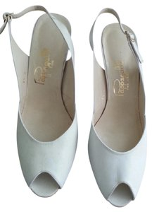 Pappagallo White Pumps