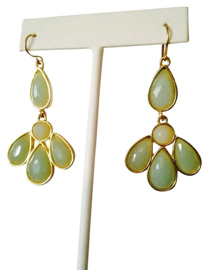 """Other NWOT Faceted Green """"Color-Fade"""" Design Chandelier Earrings"""
