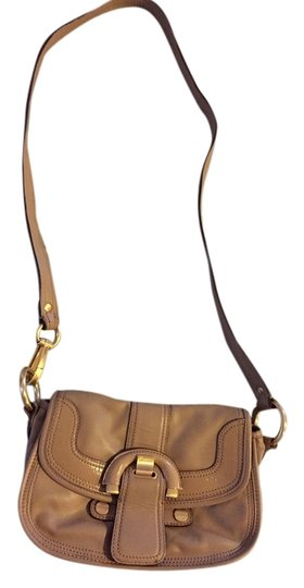 Preload https://img-static.tradesy.com/item/2245459/b-makowsky-nude-beidge-leather-cross-body-bag-0-0-540-540.jpg