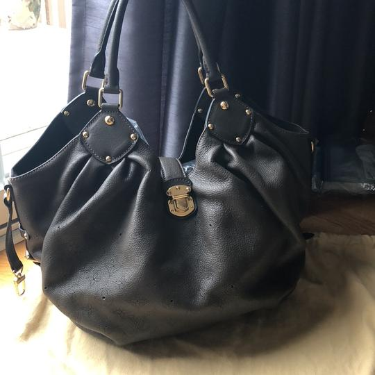 Preload https://img-static.tradesy.com/item/22460782/louis-vuitton-monogram-marina-xl-elephant-gris-leather-hobo-bag-0-0-540-540.jpg
