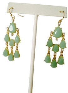 Embellished by Leecia NWOT Faceted Green & White Crystal In Gold-Tone Chandelier Earrings