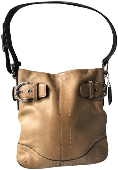 Preload https://img-static.tradesy.com/item/22462161/coach-buckled-with-brown-strap-tan-leather-shoulder-bag-0-1-540-540.jpg