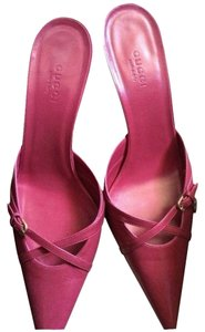 Gucci Pink With Gold Gucci Symbol Pumps