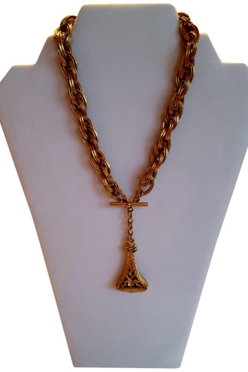 Preload https://img-static.tradesy.com/item/22465863/gold-chain-link-necklace-0-1-540-540.jpg