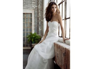 Galina White Davids Bridal Organza Pk3226 Feminine Wedding Dress Size 6 (S)
