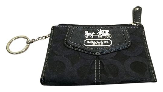 Preload https://item4.tradesy.com/images/coach-coach-wallet-2246848-0-0.jpg?width=440&height=440