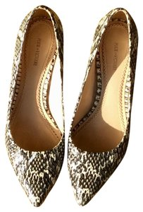 Pour La Victoire Snake French Mid-heel Black and off white Pumps