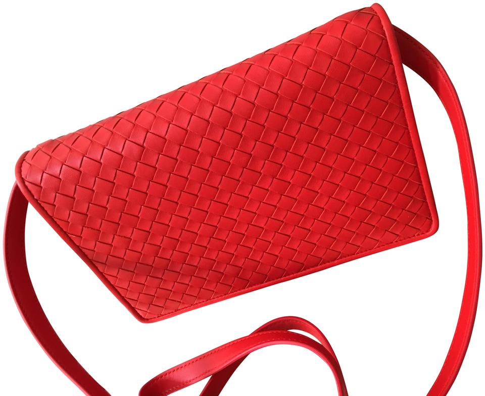 e2969479e7 Bottega Veneta Red Structured Red Leather cajun red-orange Clutch Image 0  ...