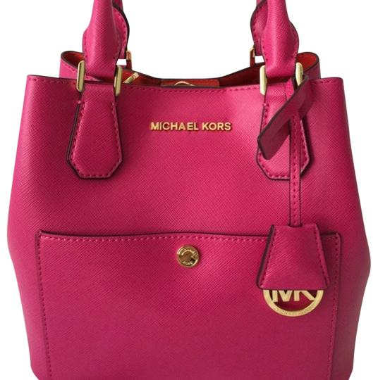 Preload https://img-static.tradesy.com/item/22470614/michael-michael-kors-greenwich-small-raspberrymandarin-saffiano-leather-satchel-0-1-540-540.jpg