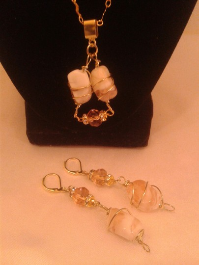 Gwendolyn Allen New - Cream and Rose Stone Twisted 17