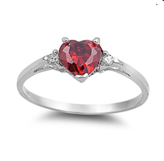 9.2.5 Classic ruby heart ring size 6