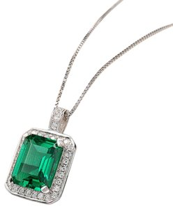9.2.5 Gorgeous 3 carat green emerald and white sapphire pendant necklace