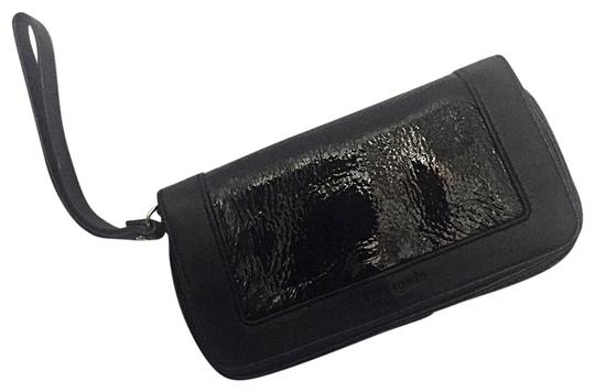 Preload https://item2.tradesy.com/images/kate-spade-patent-leather-black-clutch-22472661-0-1.jpg?width=440&height=440