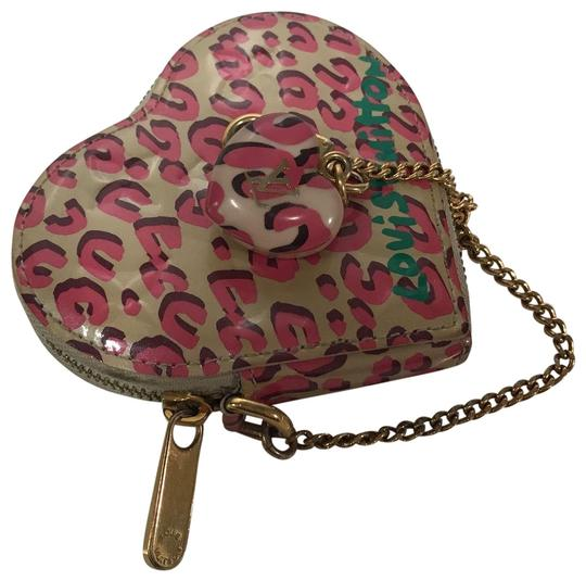 Preload https://item4.tradesy.com/images/louis-vuitton-leopard-heart-shaped-coin-purse-pink-vernis-leather-wristlet-22472718-0-1.jpg?width=440&height=440