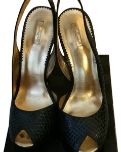 REPORT Black & Gold Pumps