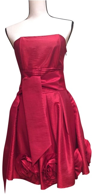 Item - Red And Strapless Rosette Short Formal Dress Size 8 (M)