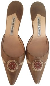 Manolo Blahnik Kitten Heels Timeless Heels Brown Mules