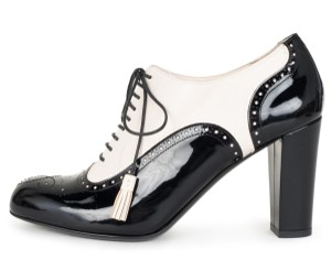 Bally ivory & black Pumps