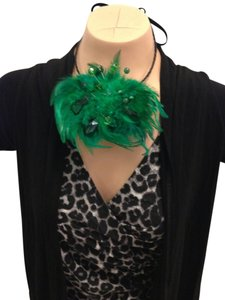 Other Green Feather w Crystal Accents Ribbon Necklace