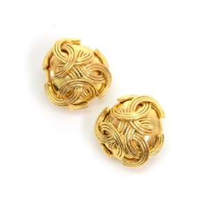 Chanel Chanel Gold Tone CC Logo Round Earrings CE265