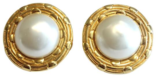Preload https://img-static.tradesy.com/item/22485376/chanel-gold-vintage-round-tone-faux-pearl-clip-on-1970-s-earrings-0-1-540-540.jpg