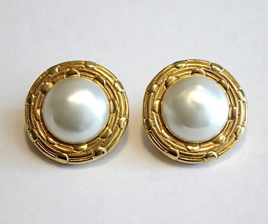 Chanel Chanel Vintage Earrings Round Gold Tone Faux Pearl Clip On 1970's