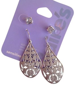 Claire's filigree drop and stud earring set