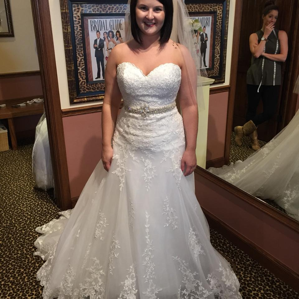 """Maggie Sottero White/Ivory Lace """"corrina"""" Gown 5mb026"""