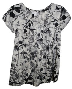 Liz Lange Maternity for Target Shortsleeve Black & White Print Maternity Blouse