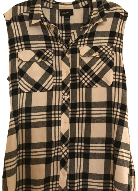 Preload https://img-static.tradesy.com/item/22490274/black-and-white-oversized-flannel-sleeveles-shirt-button-down-top-size-12-l-0-1-650-650.jpg