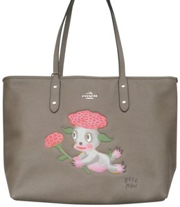 Coach New With Tags Tote in Fog