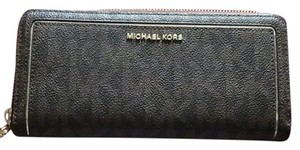 MICHAEL Michael Kors Wristlet in brown and gold
