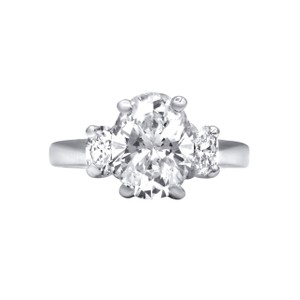 White Dream with Three Sparkling Oval Cut Diamonds Engagement Ring