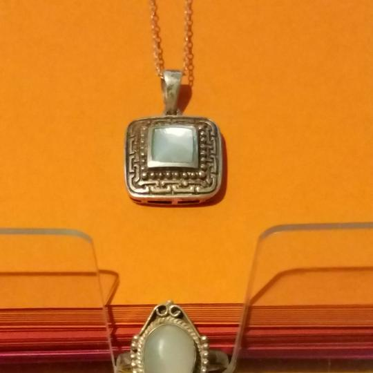 sterling silver Gorgeous solid sterling silver necklace mother of pearl Stone