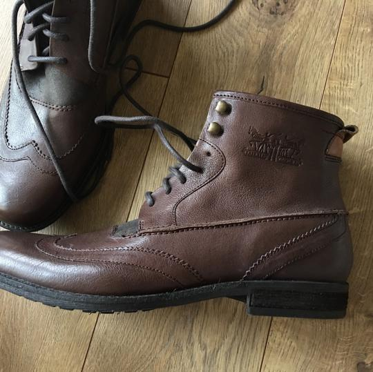 Levi's brown Boots