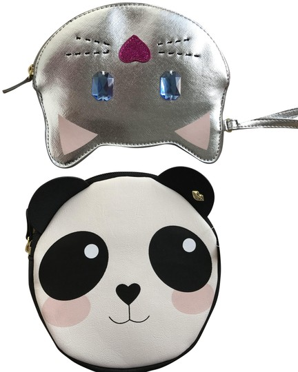 Preload https://img-static.tradesy.com/item/22498639/betsey-johnson-panda-and-kitty-multicolor-synthetic-wristlet-0-1-540-540.jpg
