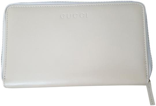 Preload https://item5.tradesy.com/images/gucci-cream-women-s-leather-zip-margaux-calf-wallet-22498749-0-1.jpg?width=440&height=440