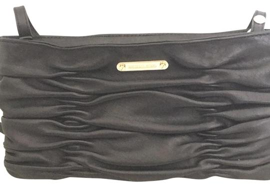 Preload https://img-static.tradesy.com/item/22498965/michael-michael-kors-bage-black-leather-clutch-0-1-540-540.jpg