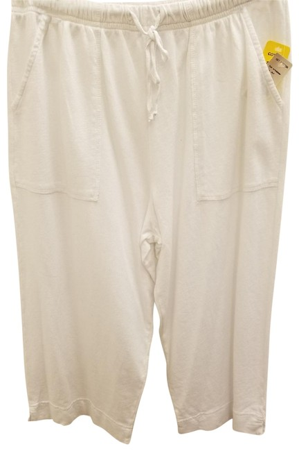 Preload https://img-static.tradesy.com/item/22499751/hot-cotton-white-solid-cropped-pants-capris-size-10-m-31-0-1-650-650.jpg