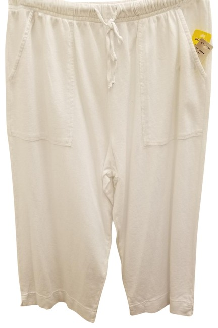 Preload https://item1.tradesy.com/images/hot-cotton-white-solid-cropped-pants-capris-size-14-l-34-22499775-0-1.jpg?width=400&height=650