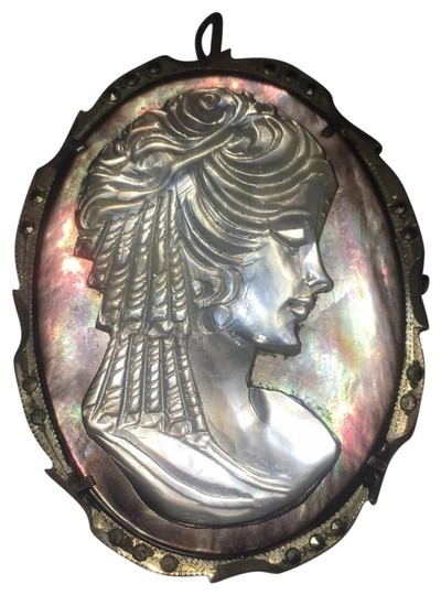 Preload https://item1.tradesy.com/images/silver-abalone-shell-cameo-marcasite-pendant-pin-22500085-0-3.jpg?width=440&height=440