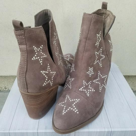 Preload https://img-static.tradesy.com/item/22500257/carlos-by-carlos-santana-taupe-and-star-studded-westerly-bootsbooties-size-us-75-regular-m-b-0-0-540-540.jpg