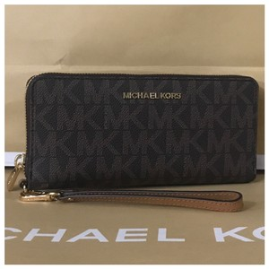 1b8b15ee007f Michael Kors Zip Around Wallets - Up to 70% off at Tradesy